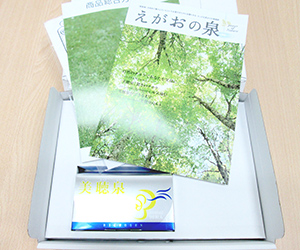 美聴泉とパンフレット.jpg
